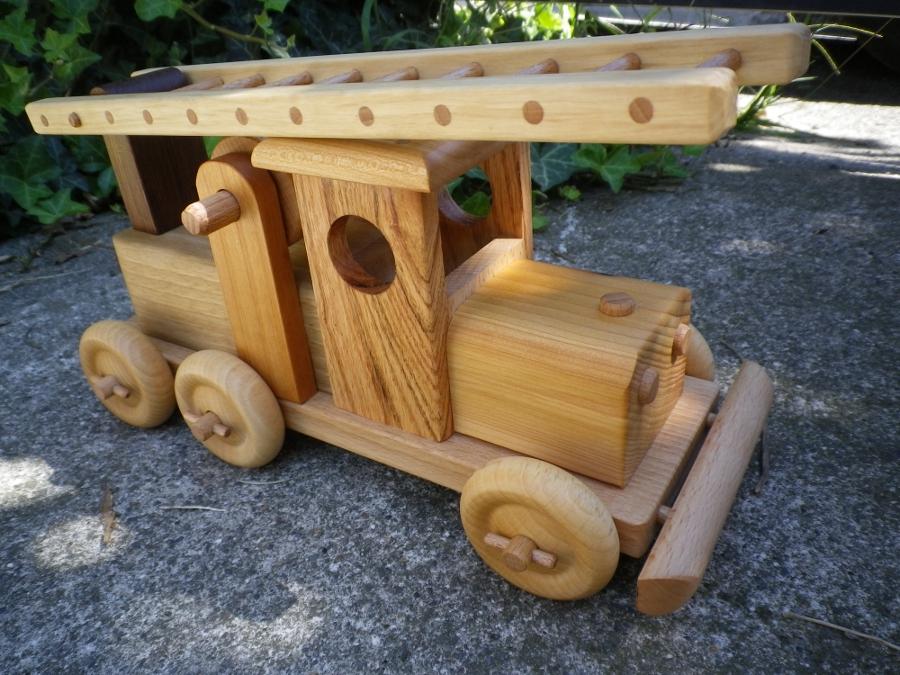 camion de pompier jouet en bois. Black Bedroom Furniture Sets. Home Design Ideas